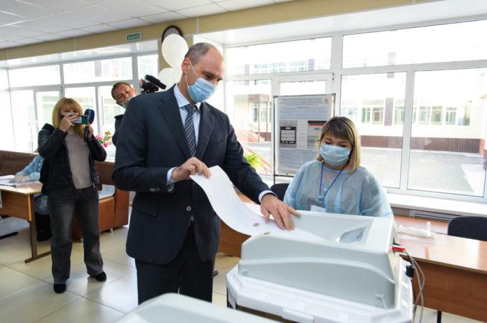 Оренбуржцам на избирательных участках выдают средства индивидуальной защиты