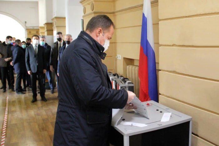На выборах в Госдуму полпред президента в Приволжье Игорь Комаров проголосовал в Нижнем Новгороде