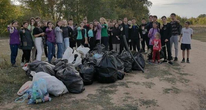 Волонтёры навели порядок на берегу Кумачки